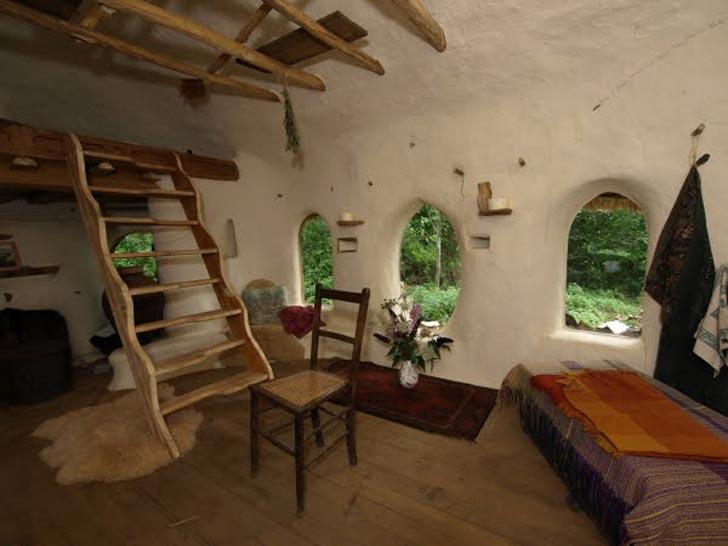 michael buck cob house oxfordshire england 2 Učiteľ umenia na dôchodku si postavil rozprávkový hlinený dom za 200 €