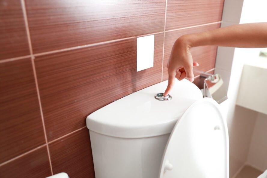 splachovací záchod