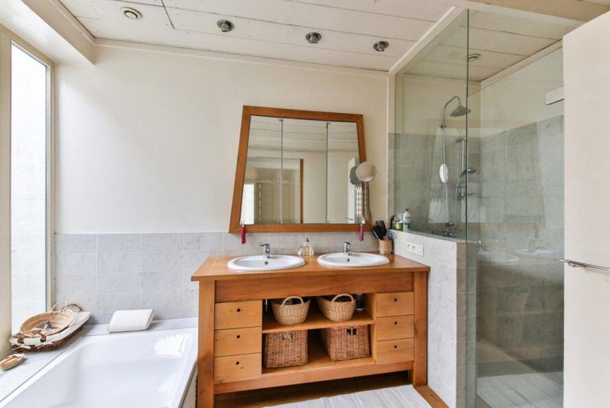 kúpeľňa s umývadlami