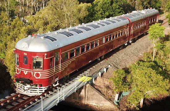 solárny-vlak-na-trati