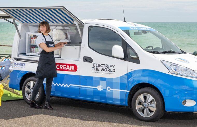 zmrzlinovy-elektromobil-nissan