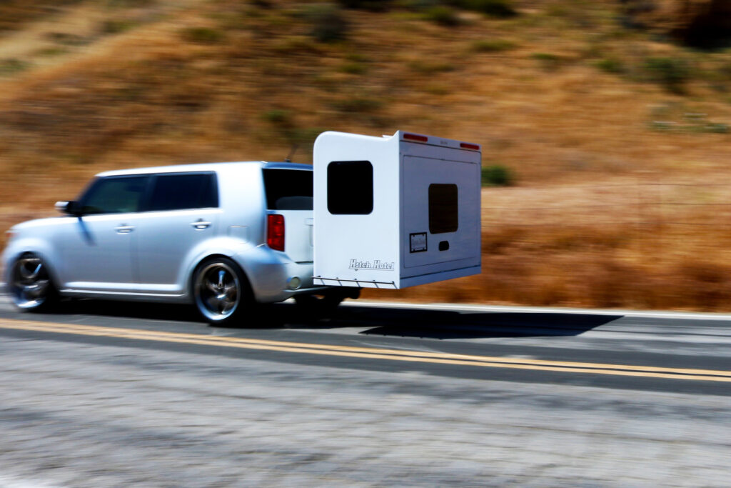 hitch-hotel-karavan-na-ceste